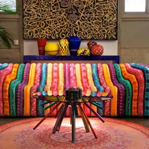 furniture-design-from-the-versace-home-collection-the-bubble-sofa